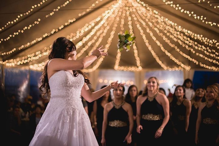 30 of the BEST wedding bouquet toss songs for your reception!